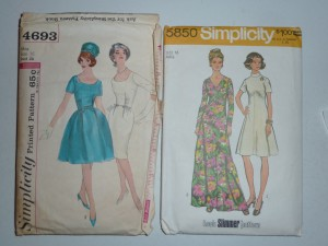 I really love the 1950s/early 1960s dress on the left!