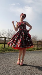 Vintage inspired by Beatrice Winter, Betty Draper dress, red tulips, full gathered skirt, 1950s summerdress, petticoat 1
