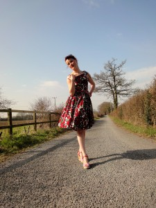 Vintage inspired by Beatrice Winter, Betty Draper dress, red tulips, full gathered skirt, 1950s summerdress, petticoat 18
