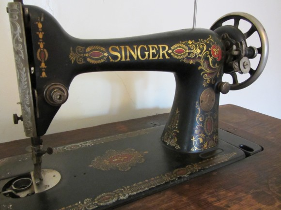 Singer 40 WeSewRetro Mesmerizing Lotus Singer Sewing Machine