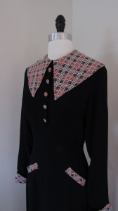 I do love a big 'ol 30's collar. Its so huge I think this could pass as a puritan costume for Thanksgiving.