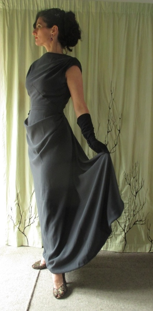 Vogue 273 full length skirt side face